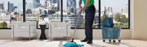 professionel rengøring på arbejdspladsen
